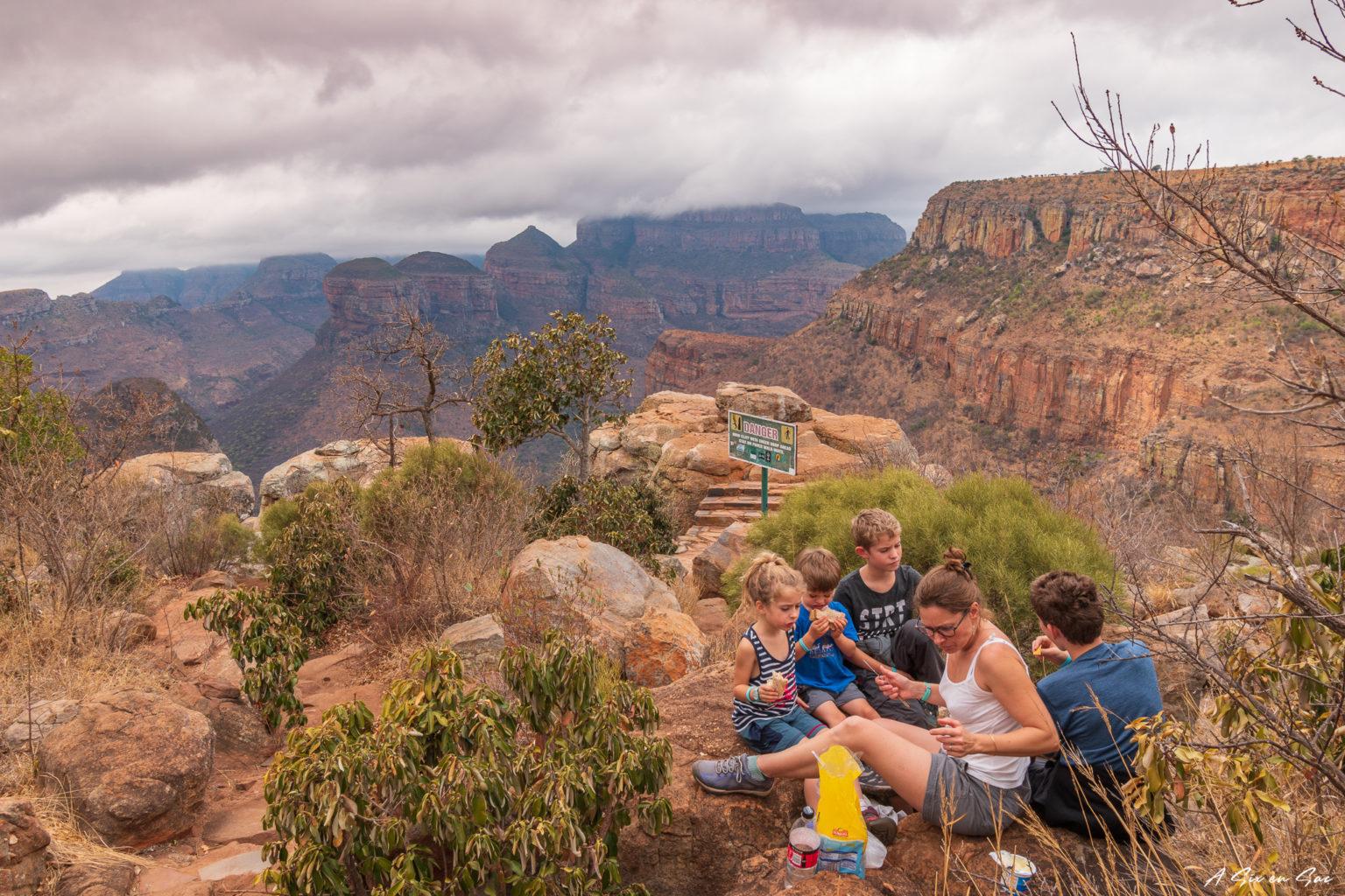 Pique Nique avec vue sur les Three Rondavels dans la province du Mpumalanga aux portes du parc Kruger ( et son emblématique Blyde River Canyon )
