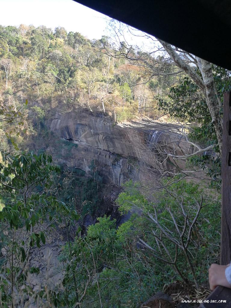 Vue de la cascade de Tad Soung du point de vue, Laos boucle du plateau des Bolovens