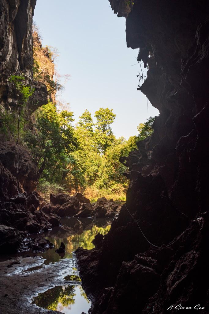 entrée secondaire de la Xiang Liab Cave depuis l'intérieur de la grotte
