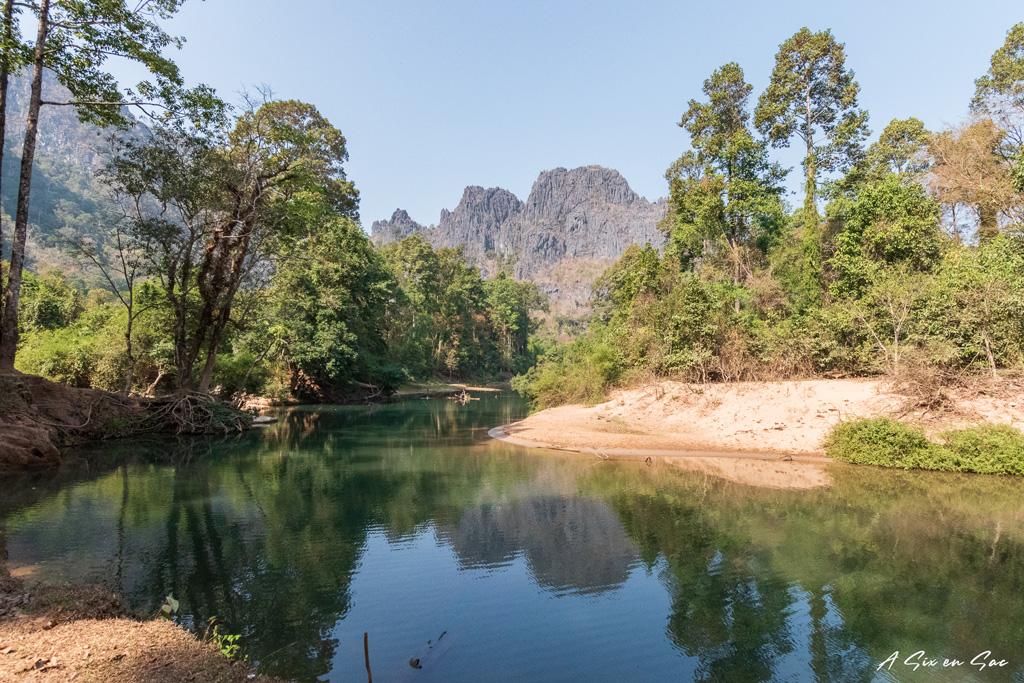 bras de rivière menant de l'autre coté de la grotte de Konglor