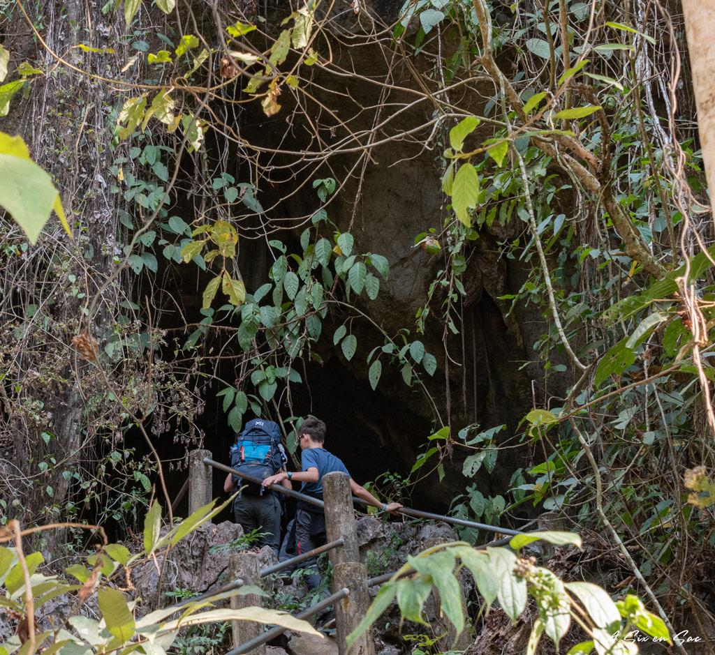 Entrée de la seconde grotte de Tham Kang sur la route de Ban Na, village du Nord Laos