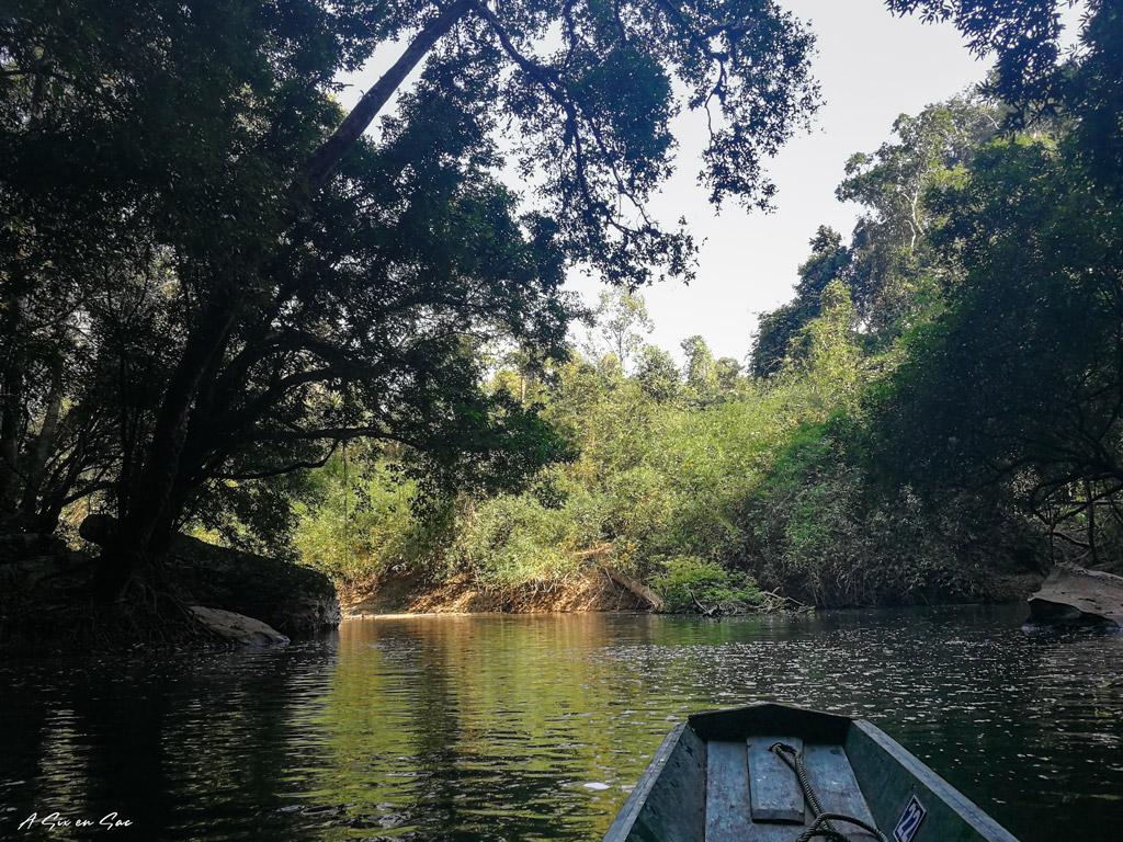 sortie en barque de la grotte de Konglor sur la boucle de Thakhek au Laos