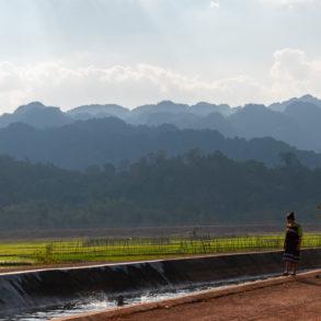 paysage en chemin vers Thalang sur la boucle de Thakhek au Laosha