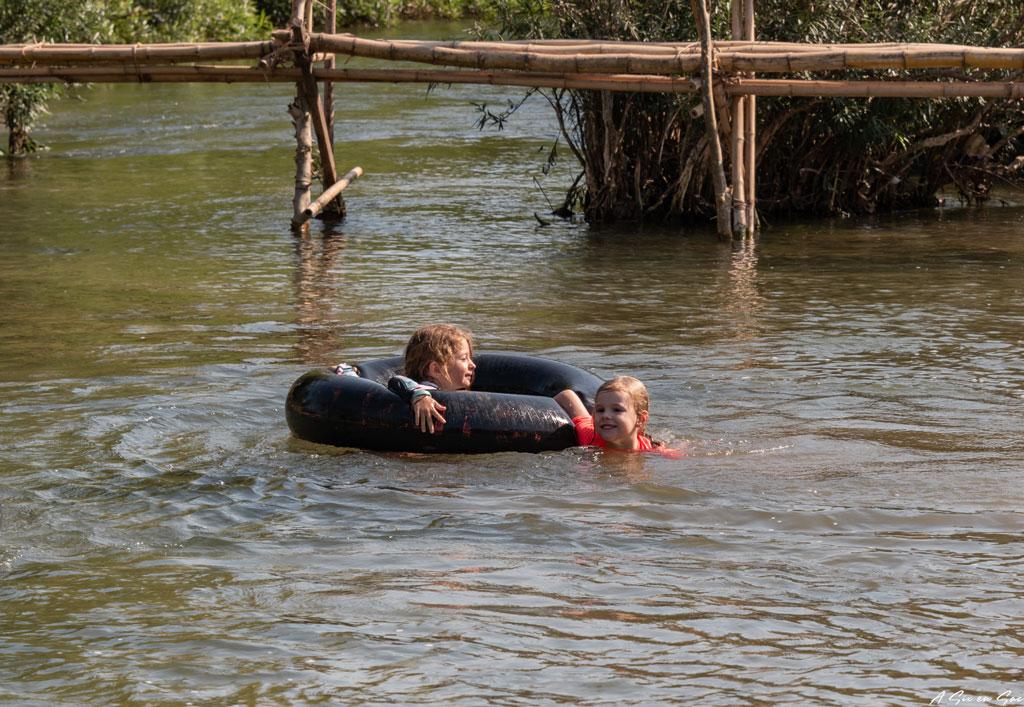 Tubbing sur le Mékong - Laos Si Phan Don