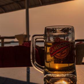 une bière à la terrasse de Sorya