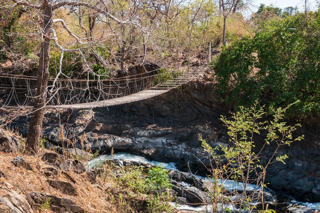Pont d'accès interdit aux cascades de Tad Khone Pa Soi - Laos Si Phan Don