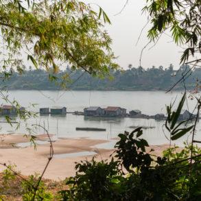 village flottant au sud de kaoh trong sur le Mékong