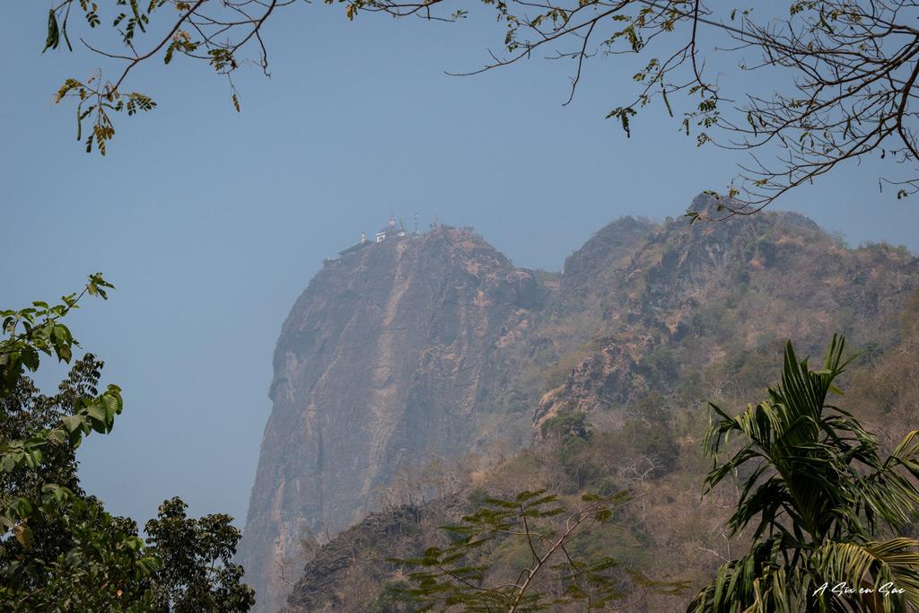 Mont Zwegabin depuis le jardin de Lumbini-Hpa An-Myanmar-asixensac