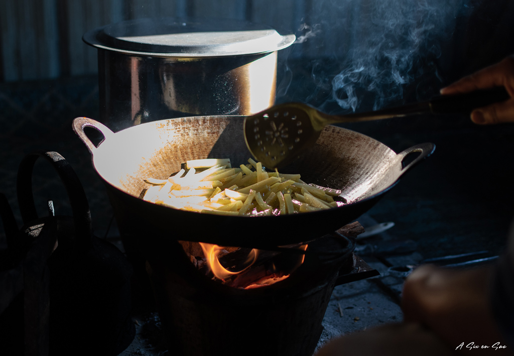 faire des frites pendant le trek du Lac Inle-myanmar ( fiche pratique )