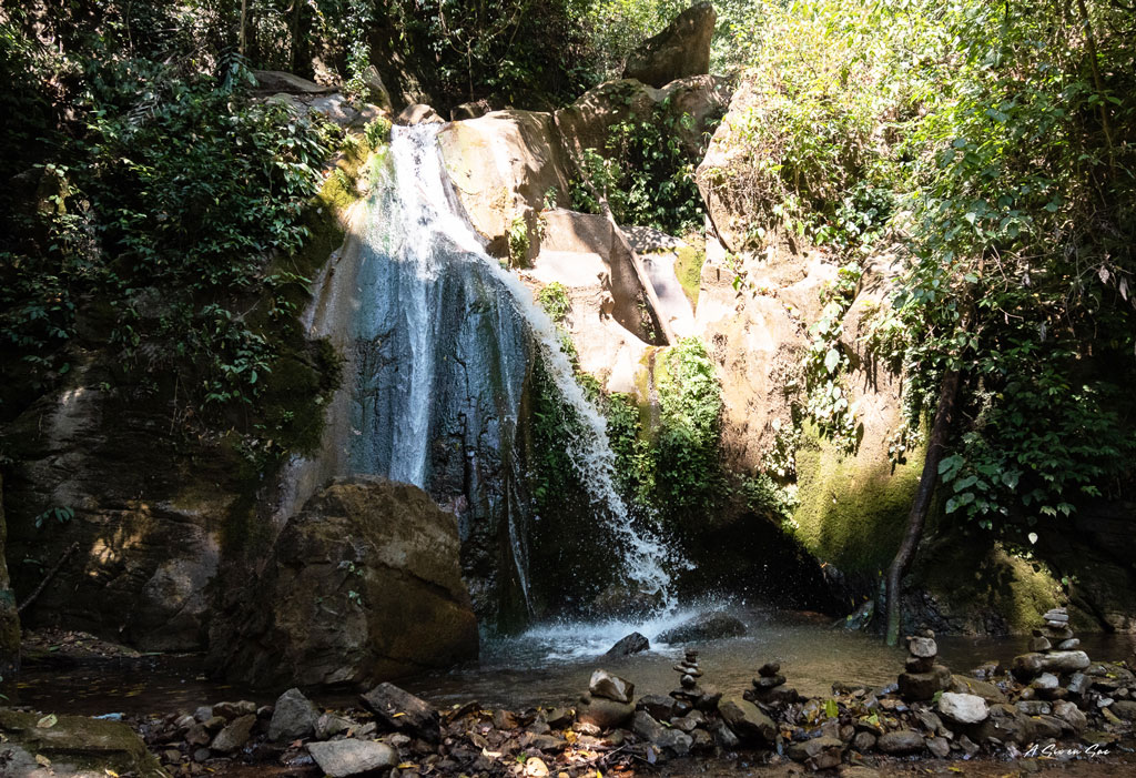 arrivée sur la cascade où nous prendrons le pique nique lors du seconj du trek de Hsipaw au Myanmar