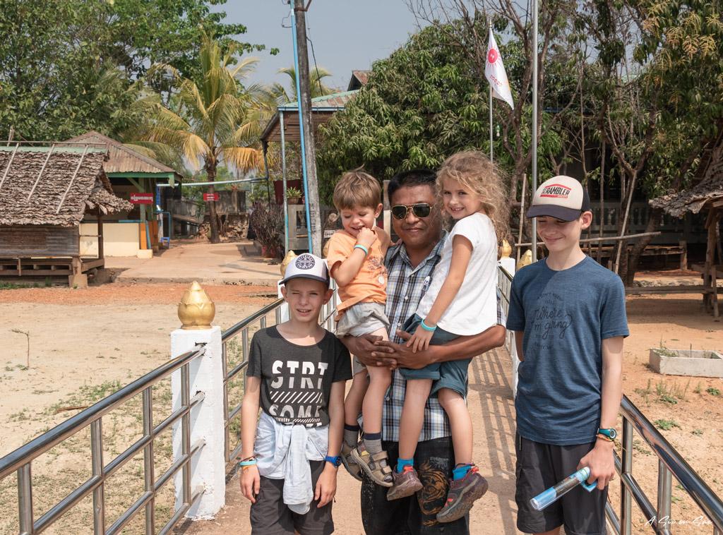 les enfants avec notre guide/chauffeur-Myanmar fiche pratique