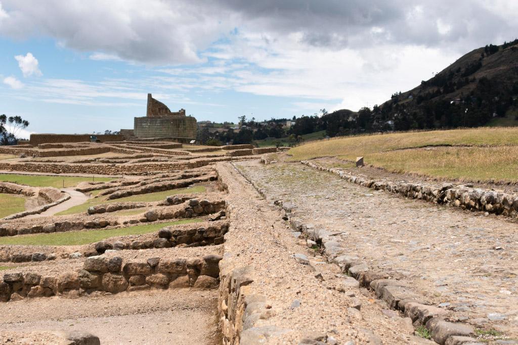 Route de l' Inca Ingañan et temple du soleil sur le site d 'Ingapirca proche de Cuenca en Equateur