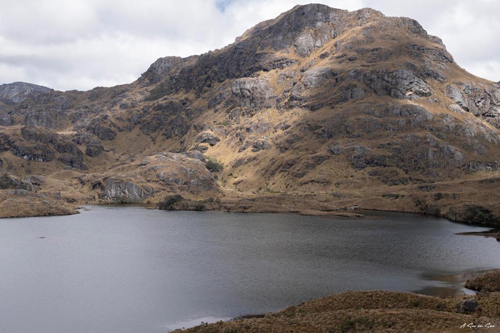 lagune Toreadora du parc Cajas , comme Le site d'Ingapirca dans les environs de Cuenca en Equateur