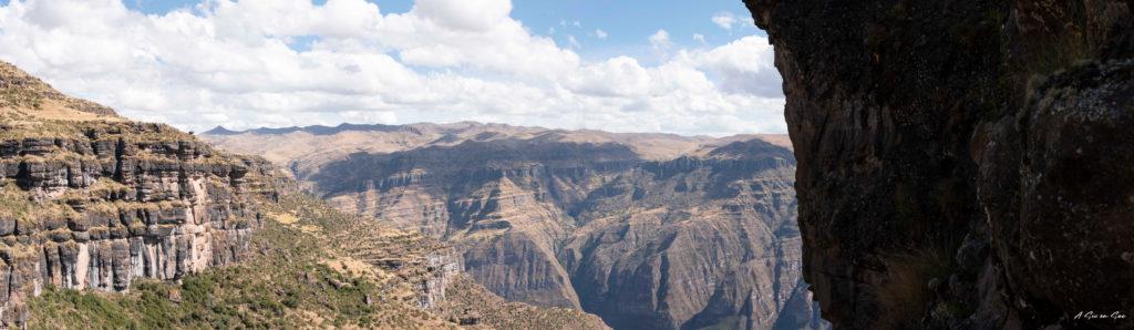 panoramique depuis le haut de la forteresse inca de Waqrapukara