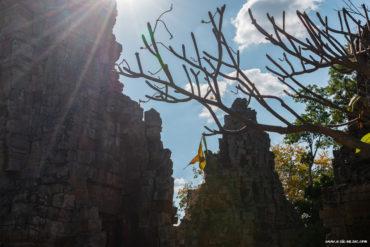 Rayons de soleil en haut du Temple Phnom Banan, Battambang, Cambodge
