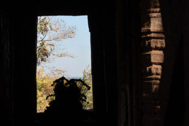 Vue interieure d'un autel au sommet du Phom Banan, Battambang, Cambodge