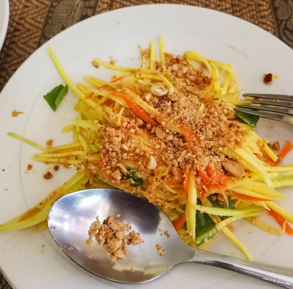 salade de papaye préparée à la cooking class-Coconut Lyly-Battambang-Cambodge