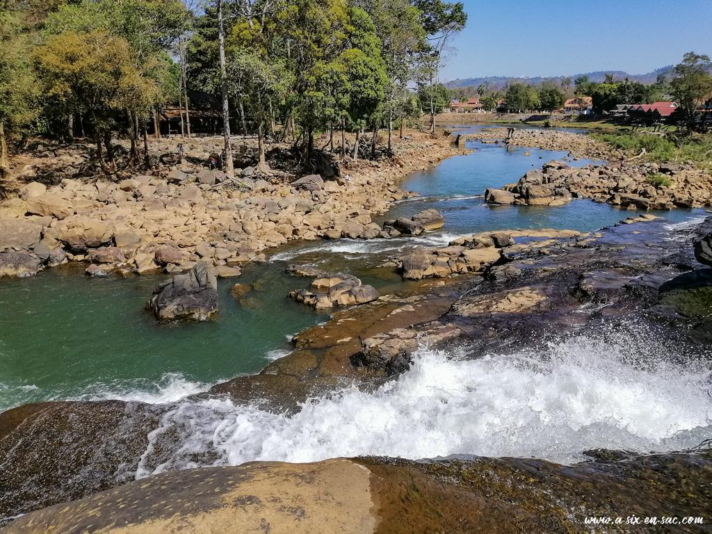 cascade sur le village de Tad Lo