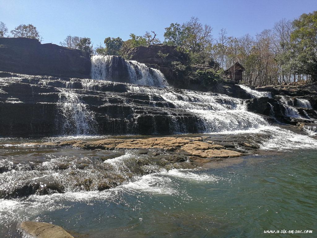 cascade de Tad Lo ( vue du bas ) Laos