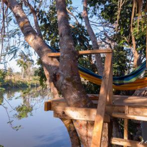Hamac avec vue sur le lac depuis Fandee island sur la boucle du plateau des Bolovens au laos