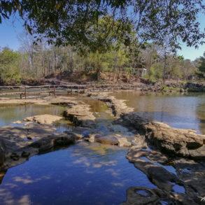 le pont de bambou pour rejoindre le village de Tadlo au pied du plateau des Bolovens au Laos
