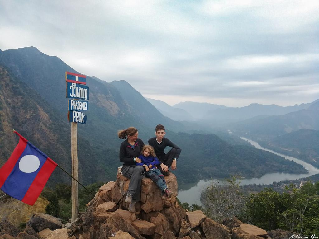 la première équipe en haut de Phadeng Peak
