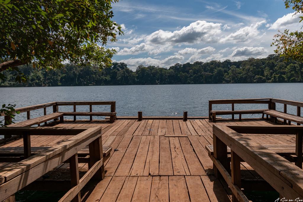 ponton derserté du lac de Banlung Province de Ratanakiri Cambodge