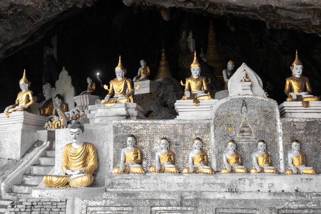 Bouddhas de la Ya The Byan Cave depuis les marches - Hpa an myanmar