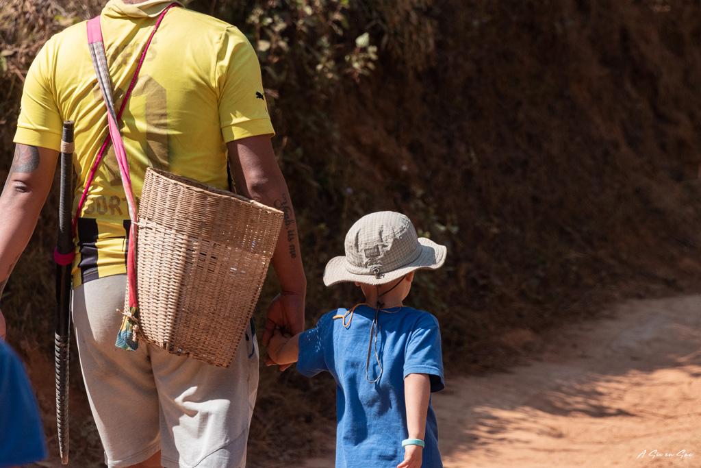 Than et Nils en direction de la cascade 2nd jour trek depuis Hsipaw au Myanmar