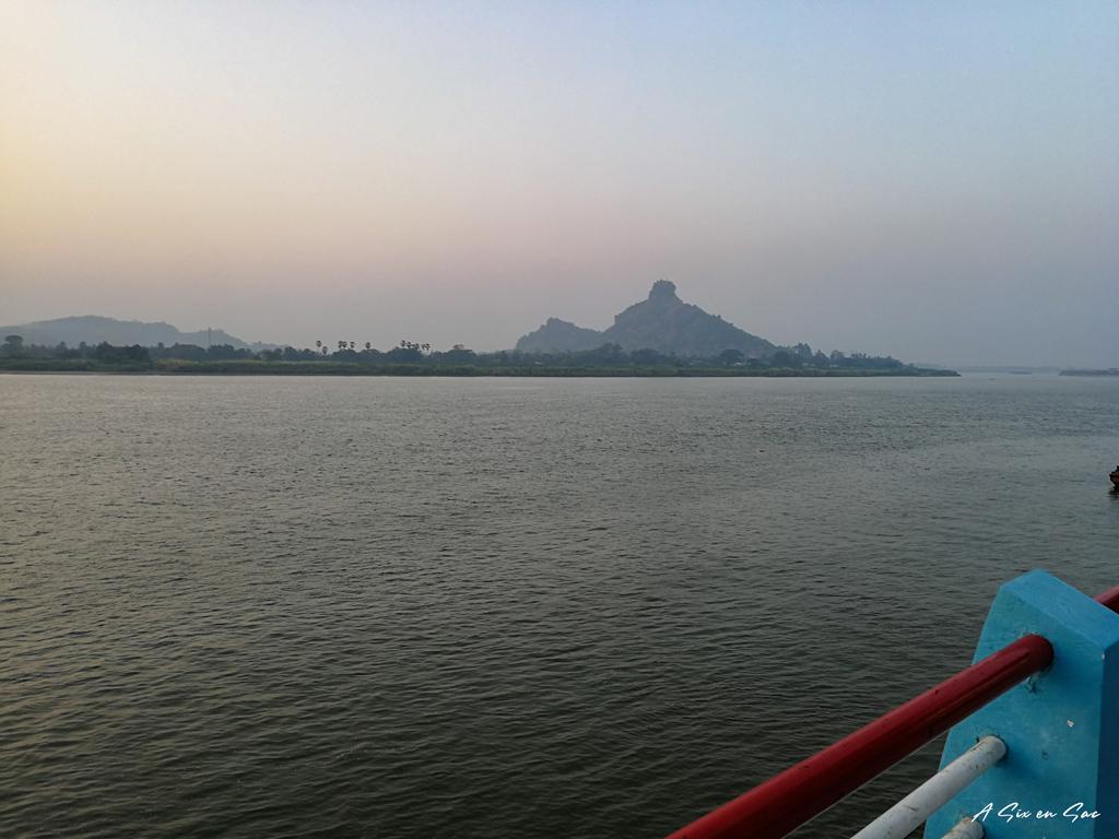 coucher de soleil sur la Salouen à Hpa An Myanmar