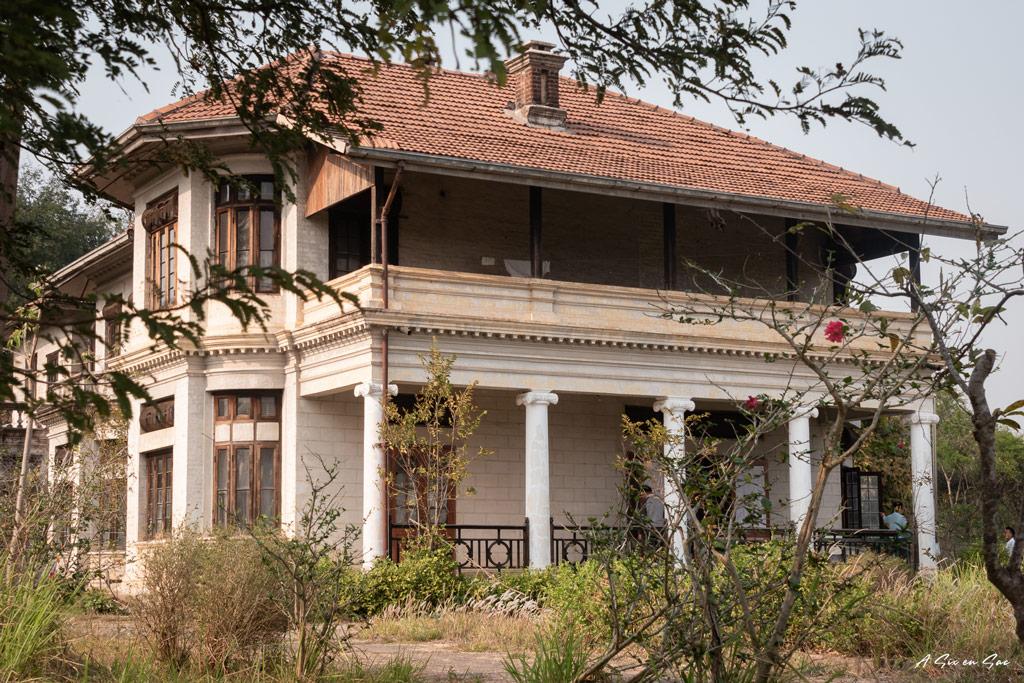 vue extérieur du palais Shan de Hsipaw au Myanmar avant notre trek de 3 jours
