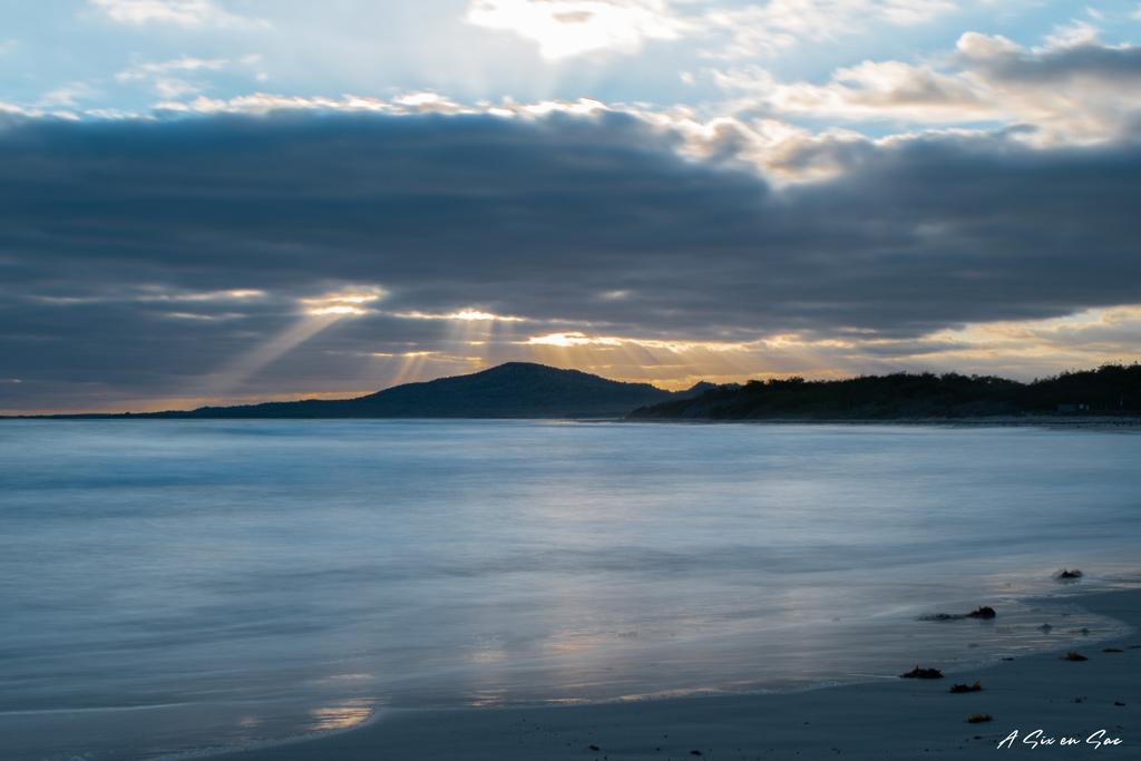 coucher du soleil en pose longue sur isla isabela aux galapagos en novembre 2020