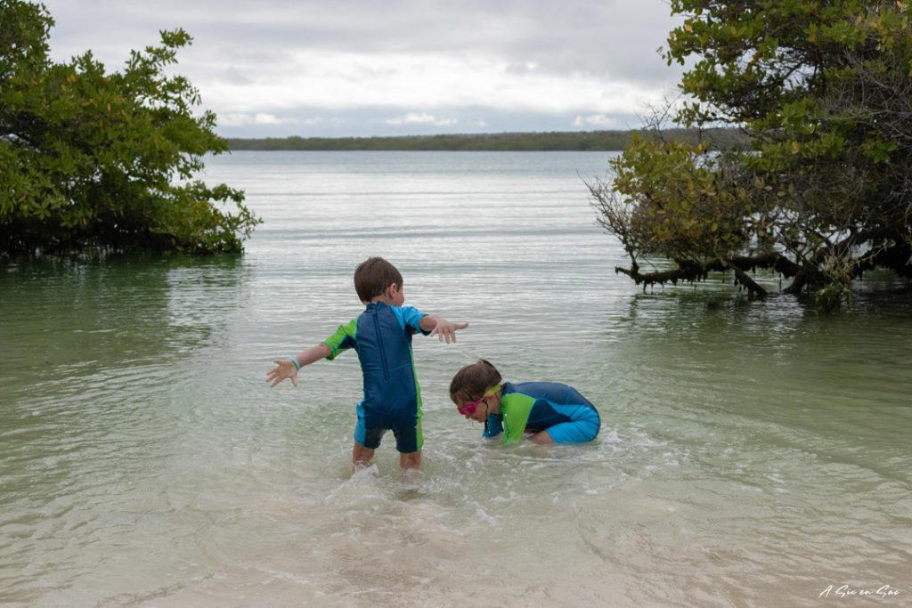 Alice et Nils , Playa Mansa , Santa Cruz , Galapagos novembre 2020
